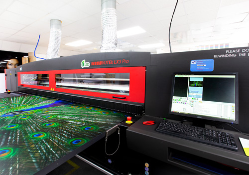 The EFI Vutek LX3 allows further increase in the quality of production and enables Reade Signs to be more competitive